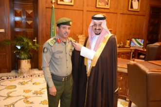 فيصل بن خالد يُقلِّد مدير جوازات عسير رتبته الجديدة - المواطن