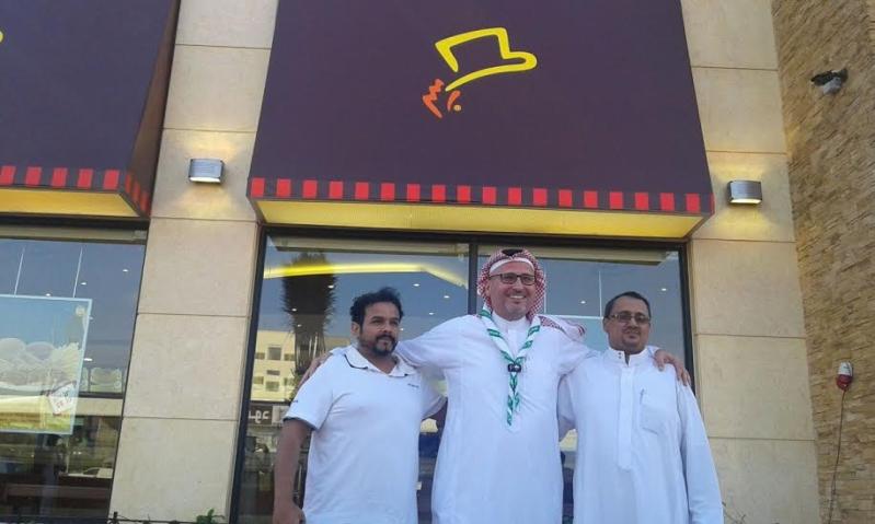 أبو غزالة يحقق أمنية مواطن بالعشاء في مطعم البيك بـ #جازان