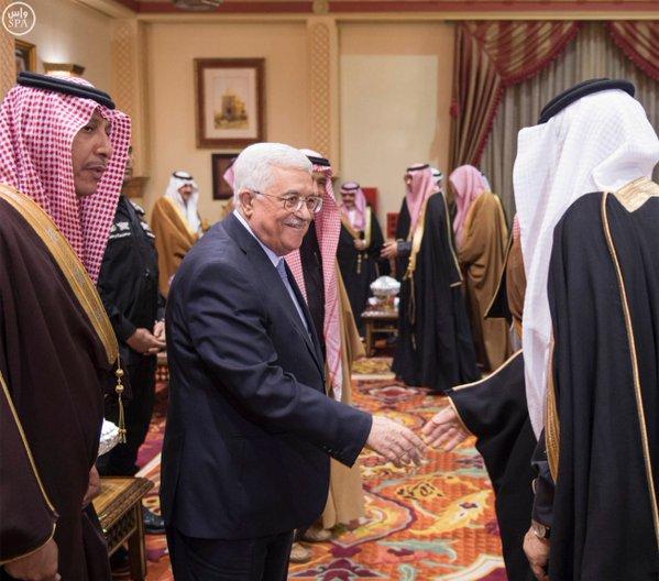 خادم الحرمين الشريفين يستقبل الرئيس الفلسطيني, ويقيم مأدبة غداء تكريماً له و الوفد المرافق9 - Copy