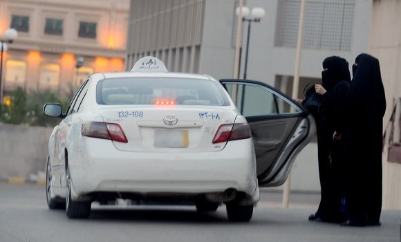 سائق تاكسي يتحرش بالنساء- ليموزين