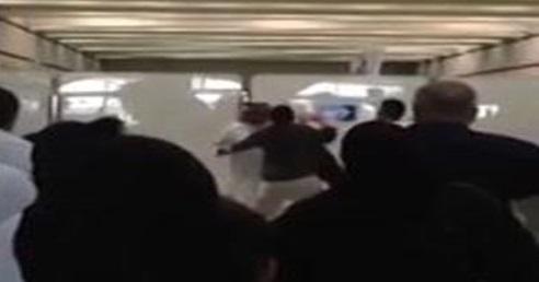 موظف في جوازات القدوم في مطار جده يعتدي على مسافر