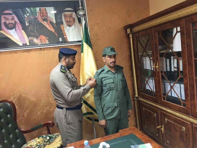 مدير الدفاع المدني بخيبر يقلد العازمي رتبة رقيب