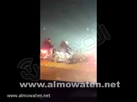 مواطن يوثّق بالفيديو تجاوز شباب وفتيات على الدبابات في #الثمامة