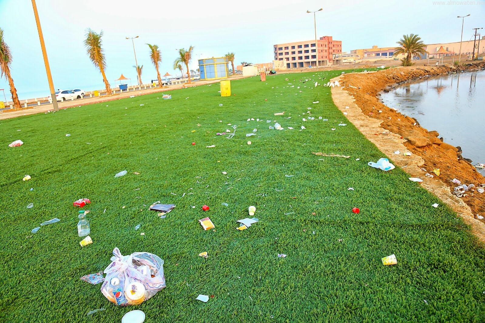 """أكوام النفايات تسبب عزوف الزوار عن كورنيش """"القنفذة"""" - المواطن"""