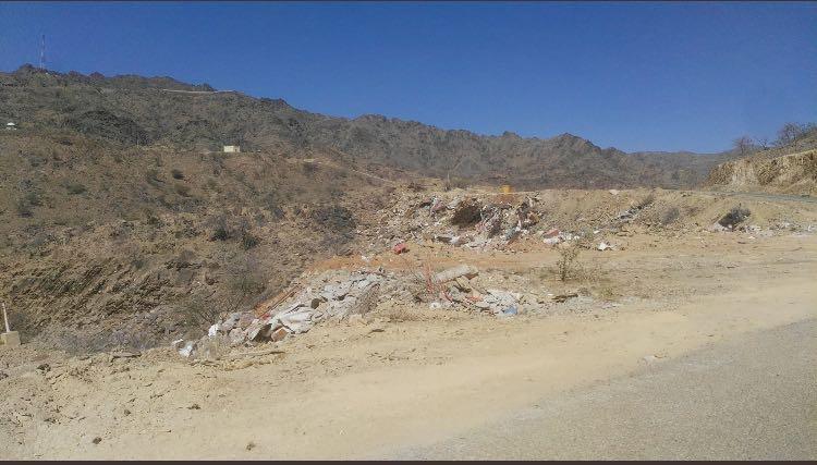 بالصور.. تراكم النفايات يؤرق أهالي غامد الزناد - المواطن