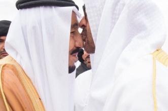 الملك ومحمد بن زايد.. علاقة أبوية تؤكدها قبلة الجبين - المواطن
