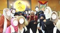 عاصفة تويترية بعد نشر صورة لسعوديات مع زعيم بوذي