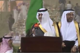 رغم مباغتة العاصفة .. سعود بن نايف يشارك خريجي جامعة الملك فهد فرحتهم - المواطن