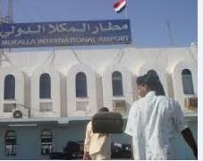 الجيش اليمني يستعيد مطار المكلا واللواء 1127 من القاعدة - المواطن