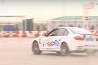 بالفيديو.. رئيس تركمانستان يمارس التفحيط بسيارة الشرطة - المواطن