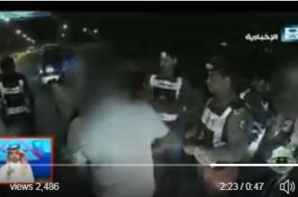 بالفيديو.. متهورون يقودون سياراتهم تحت تأثير المخدر - المواطن