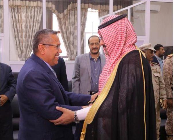 السفير آل جابر يبحث في عدن خطة العمليات الإنسانية في اليمن