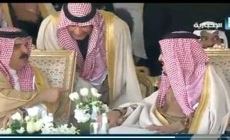 بالفيديو.. حديث باسم بين خادم الحرمين وملك البحرين خلال مهرجان الإبل - المواطن