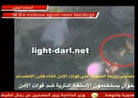 معتصمون في مصر يعتدون على رجال الأمن