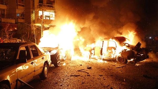 لحظة انفجار سيارة مفخخة بـبيروت