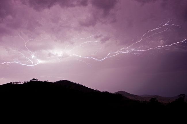 Cloud_to_cloud_lightning_strike_nov08