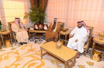 أمير عسير يستقبل أسرة آل سمران للتعزية في وفاة الشاب نواف - المواطن