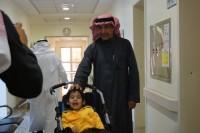 """المدرب الوطني محمد الخراشي يزور الأطفال المعاقين بـ""""عسير"""""""
