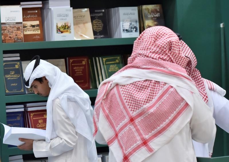 عناوين الكتب تلفت نظر الزوار