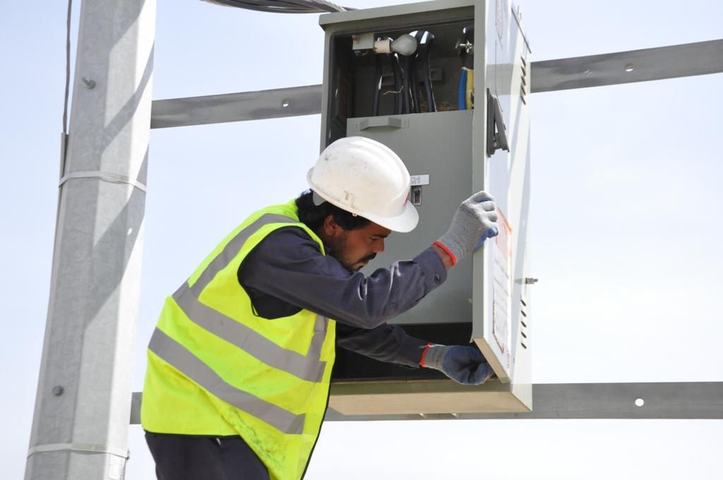 كهرباء تهامة تصلح الصناديق المكشوفة