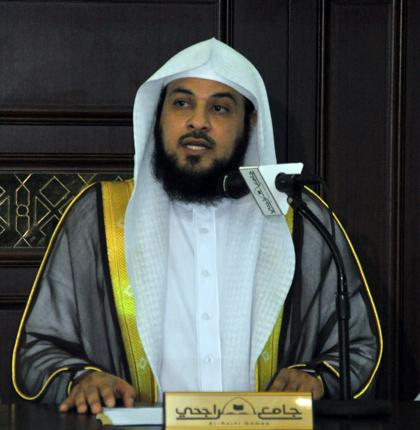 351878c08 حضور كثيف لمحاضرة العريفي بجامع الراجحي في مكّة