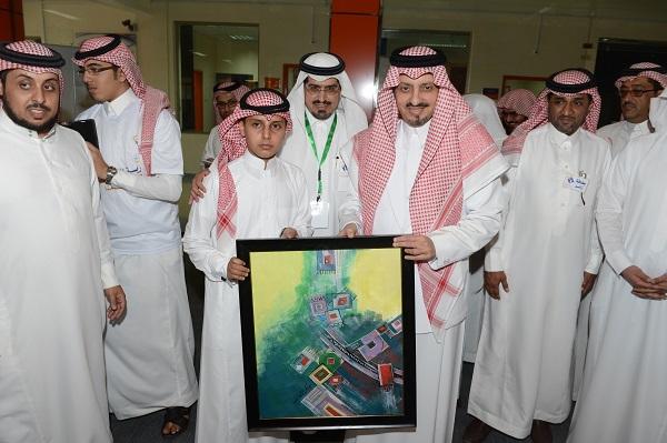 أمير عسير يشارك أبناءه الطلاب انطلاقة العام الدراسي الجديد - المواطن