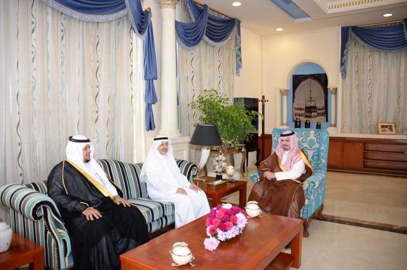 أمير الجوف يبحث سير العمل في مدينة الأمير محمد الطبية