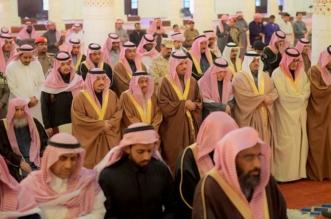 بالصور.. أمير الرياض ونائبه يتقدمان المصلين على الأميرة نورة بنت سعود بن هذلول - المواطن