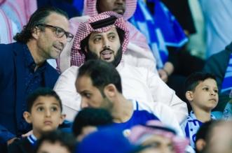 تركي آل الشيخ يتابع مباراة الهلال مع الفيصلي من المدرجات - المواطن