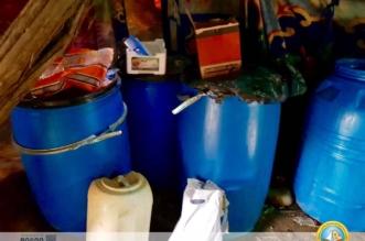 بالصور.. تنسيق بين هيئة تنومة والشرطة يضبط 7000 لتر مسكر - المواطن