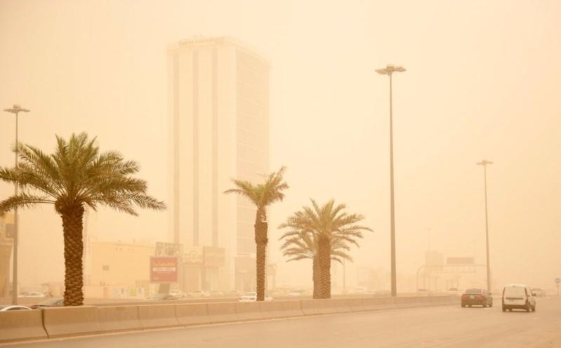تنبيه من أتربة مثارة ورياح نشطة على الرياض