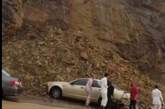 شاهد.. تساقط محدود للأحجار بجبل أبو خيال بأبها.. ولا إصابات - المواطن