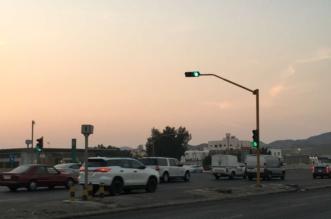 بالصور.. إشارة ضوئية في منتصف طريق مكة المدينة تهدد الأرواح - المواطن