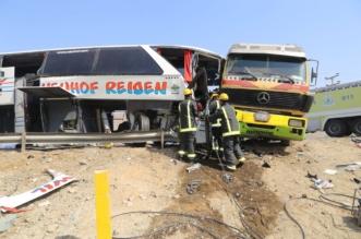 وفاة شخصين وإصابة 26 في حادث تصادم حافلة وشاحنة بمكة المكرمة - المواطن