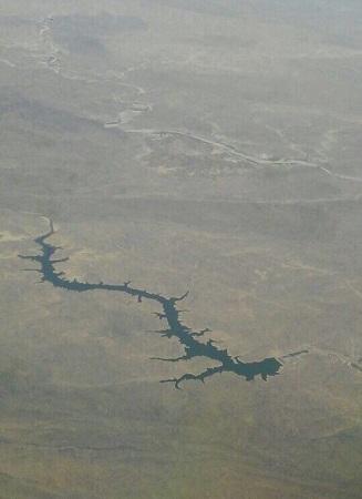 طيار يوثق بعدسته بحيرة سد الملك فهد من ارتفاع 34 ألف قدم - المواطن