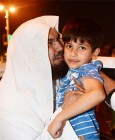 في لمسة أبوية.. السديس يقبل طفلاً في حفل انتهاء أعمال العمرة والحج