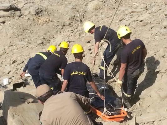 وفاة 3 أشخاص هوت مركبتهم من مرتفع جبلي بداير جازان - المواطن