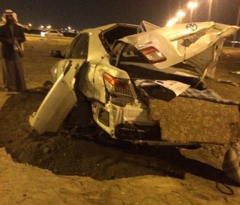 """إصابات خطيرة لسائق """"كامري"""" ارتطمت مركبته بدوار في الأحساء - المواطن"""