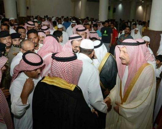 أمير جازان يتقدم المصلين في صلاة الغائب على فقيد الأمة