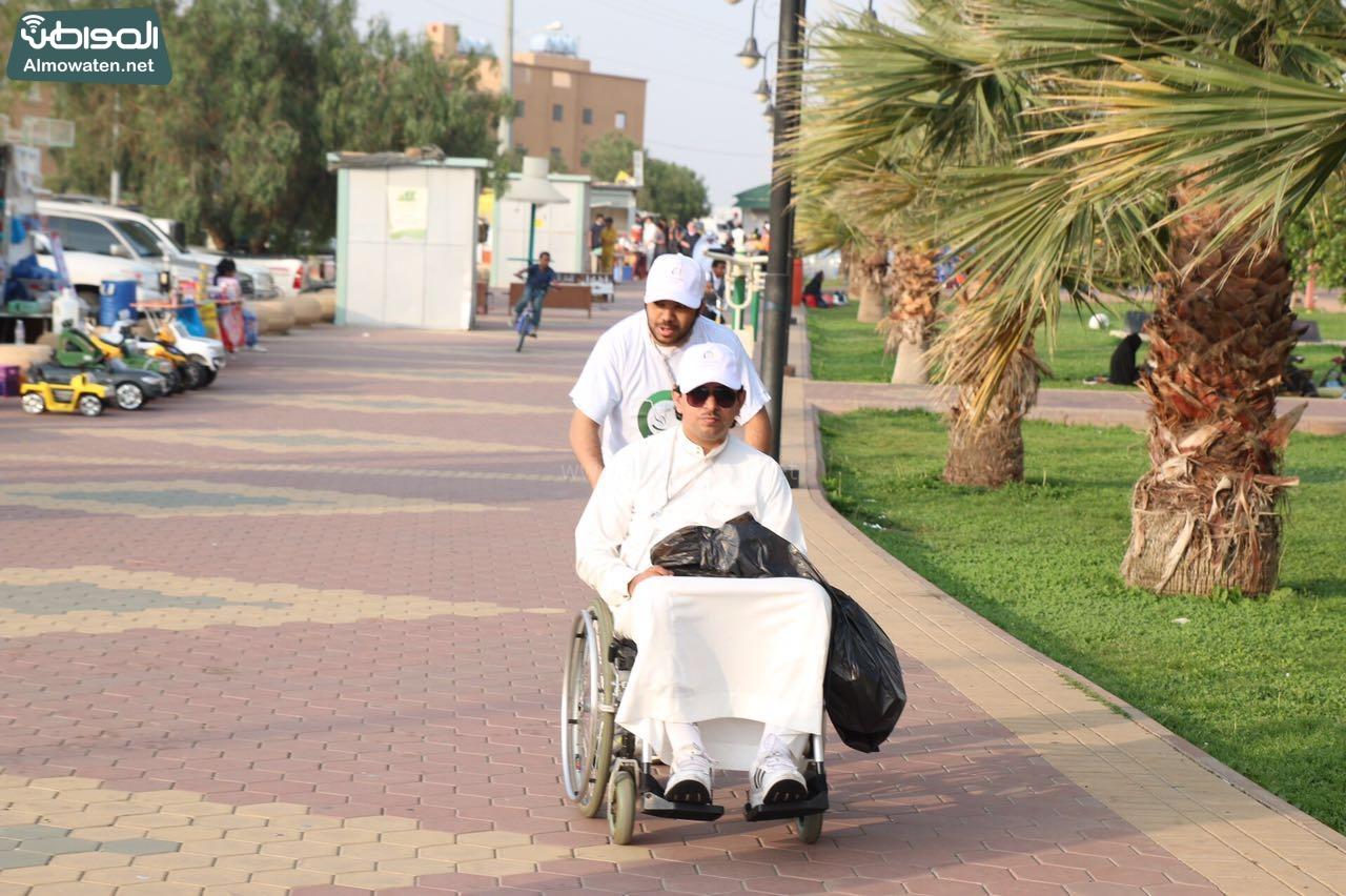 متطوعون يواصلون نظافة متنزهات عسير