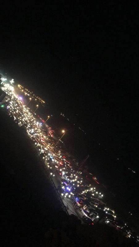 حادث يغلق شريان عقبة ضلع.. والمواطنون يُزيدون الطين بلة!