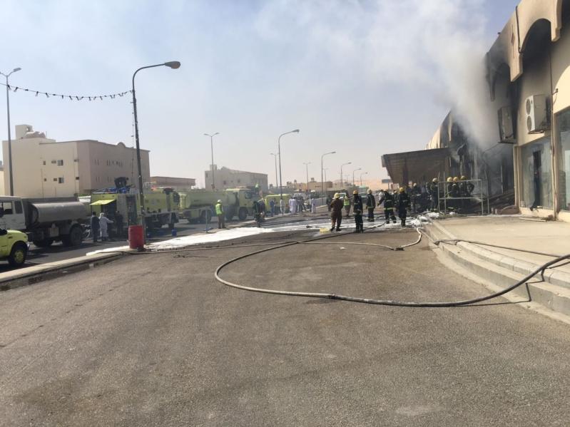 مدني الشرقية يخمد حريقا في محال للأثاث بالسوق المركزي لأحساء