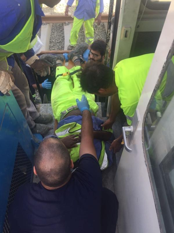 اصابة ٥ عمال ووفاة أخر بحادث مقطورة صيانة بجدة