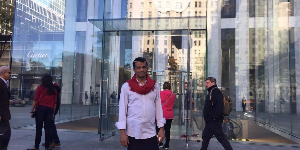 """بالصور.. المالكي يحكي لـ""""المواطن"""" قصة لبس """" الشميز والوزرة"""" في شوارع نيويورك"""