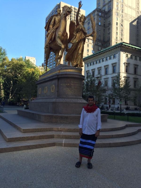 شاب يلبس الزي التراثي في نيويورك ويحكي لـ