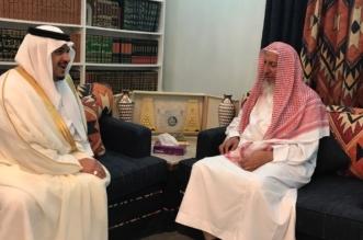 نائب أمير الرياض يزور المفتي ويستمع لنصائحه - المواطن