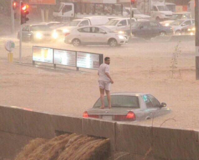 """صاحب الصورة الأشهر في أمطار الباحة يروي لـ""""المواطن"""" حادثة الغرق"""
