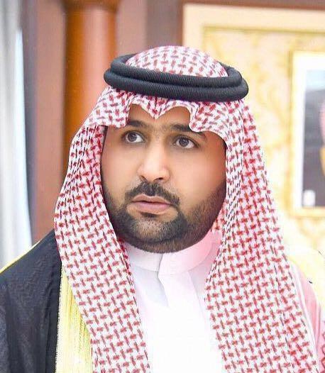 محمد بن عبدالعزيز ينقل تعازي القيادة لذوي الشهيد دربشي