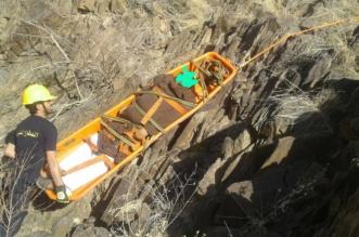 بالصور.. سقوط سيارة من منحدر جبلي في جازان وغرق شخص في بئر عميقة - المواطن