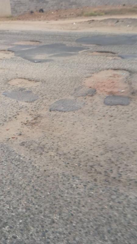 بالصور.. حفريات وتشققات تُهدد حياة سالكي طريق الدغارير - رمادة - المواطن